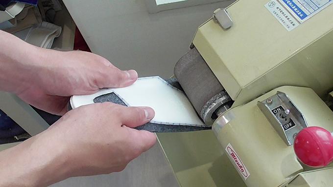パッドを削っている写真